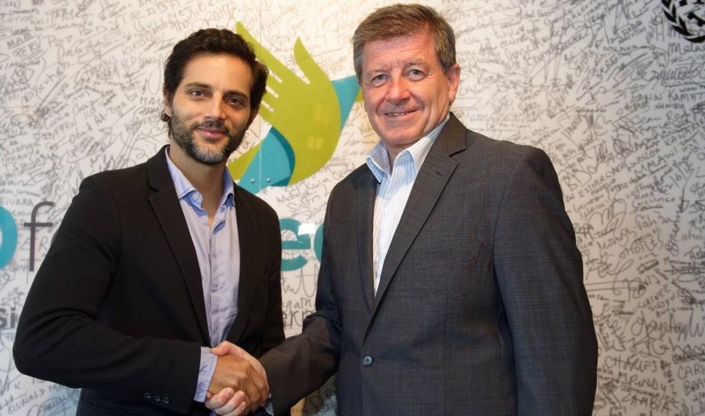 L'acteur, Joaquín Furriel avec le directeur de l'OIT, Guy Ryder