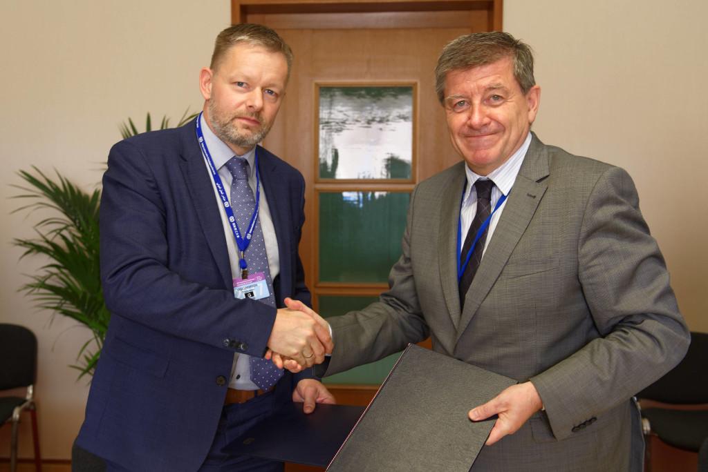 Thorsteinn Víglundsson, Ministro da Assistência Social e da Igualdade da Islândia e Guy Ryder, diretor-geral da OIT